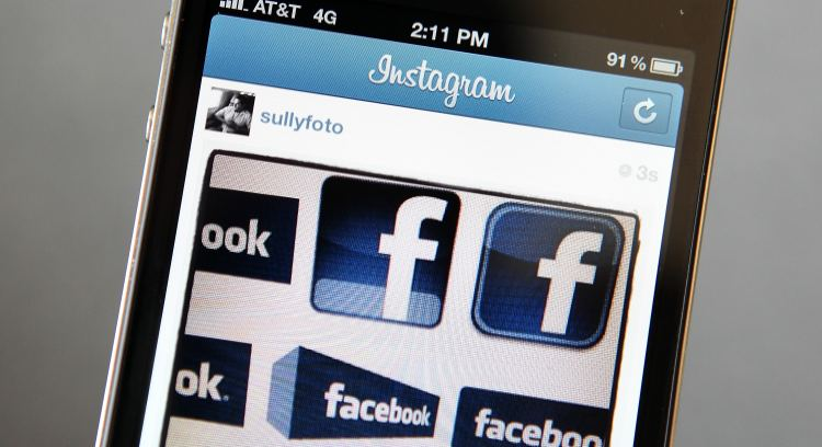 mobile phone facebook