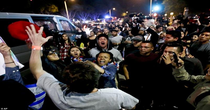 protesterstrumpmexicans